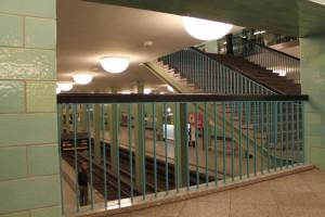 Der U-Bahnhof Alexanderplatz  - Übergang von der U2 zur U5