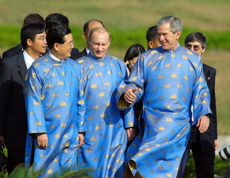 Bush, Putin, Hu Jintao at the end of Asian-Pacific leaders meeting in Hanoi in November 2006. Image courtesy of Kenichi Murakami, AFP, Getty Images