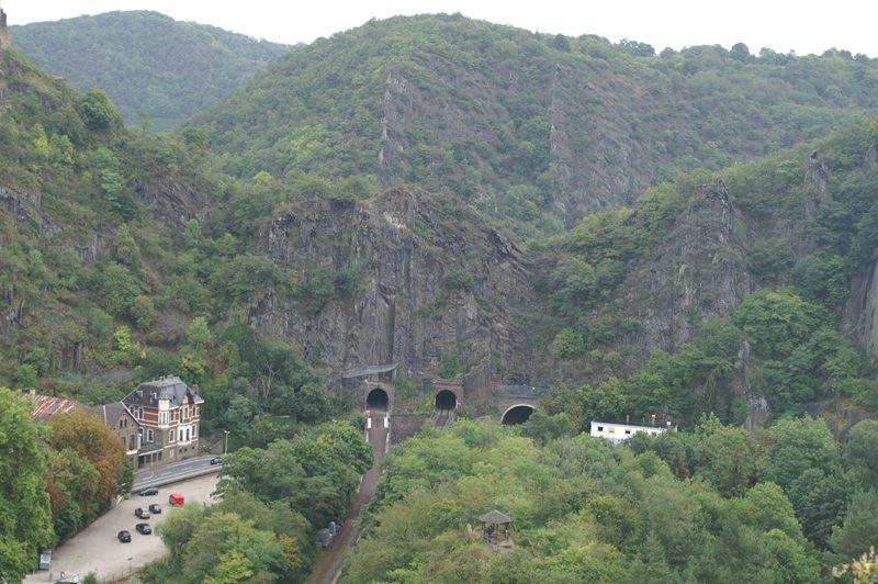 Blick vom Teufelsloch über Altenahr: So sah der Felsriegel von oben aus