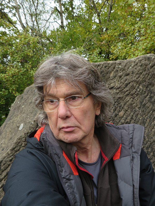 Hier steht ein Bild mit dem Titel: Ich so, auf dem Königsstuhl. Warum guck ich wieder so griesgrämig (Foto: Hans-Joachim Schneider)