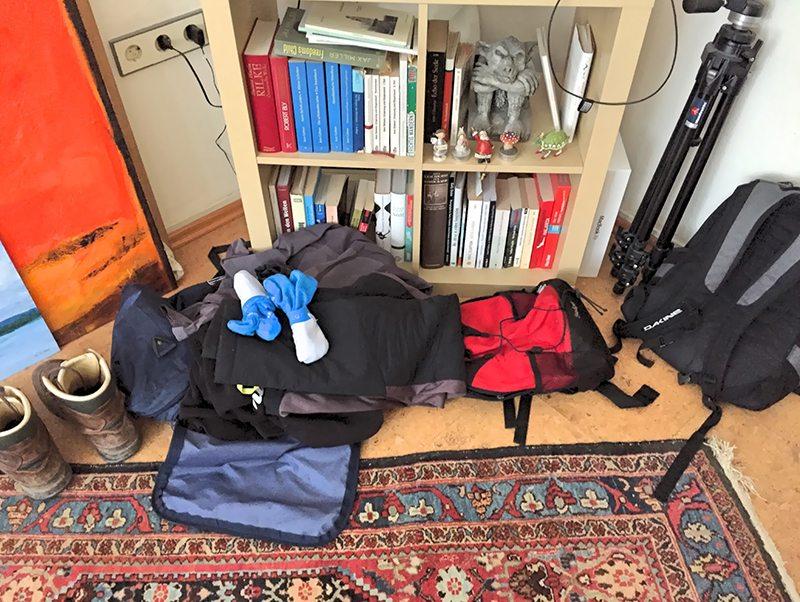 Hier steht ein Bild mit dem Titel: Gleichma' packen: Noch herrscht ein klein wenig Chaos.
