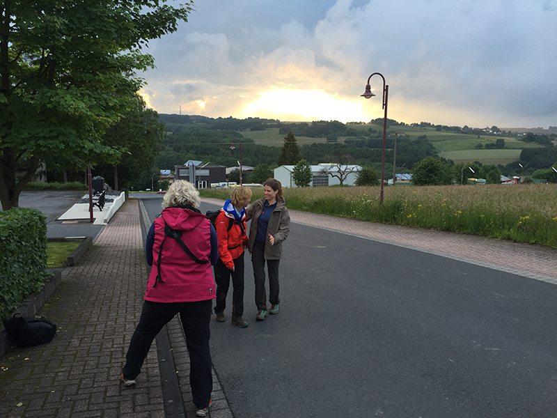 Hier steht ein Foto mit dem Titel: Ankunft im Licht der letzten Sonnenstrahlen (Foto: Hans-Joachim Schneider)