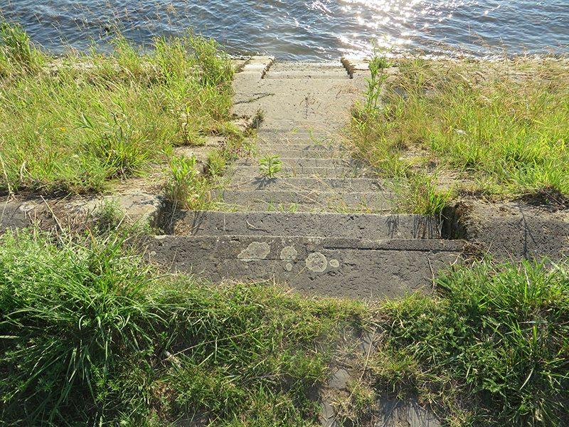 Hier steht ein Bild mit dem Titel: Wege zum Wasser – falls Du mit dem Rhein flirten willst (foto: Hans-Joachim Schneider)