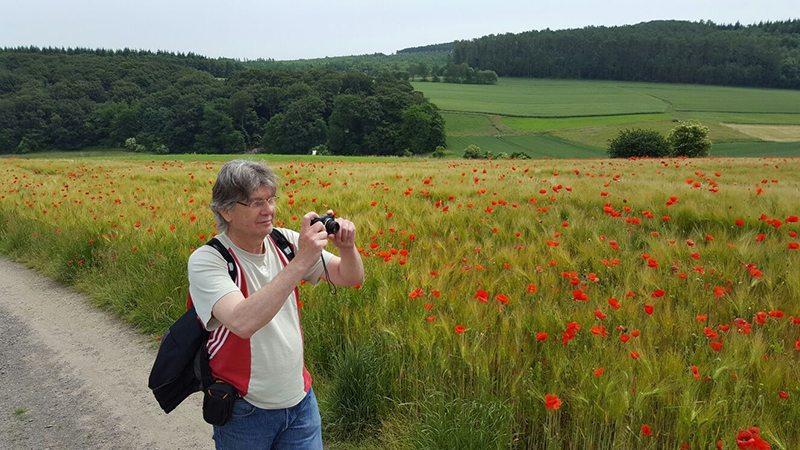 Huch, das bin ja ich (Foto: Norbert Schneider), Foto des Autors bei seiner Wanderung auf dem Traumpfad Höhlen- und Schluchtensteig.