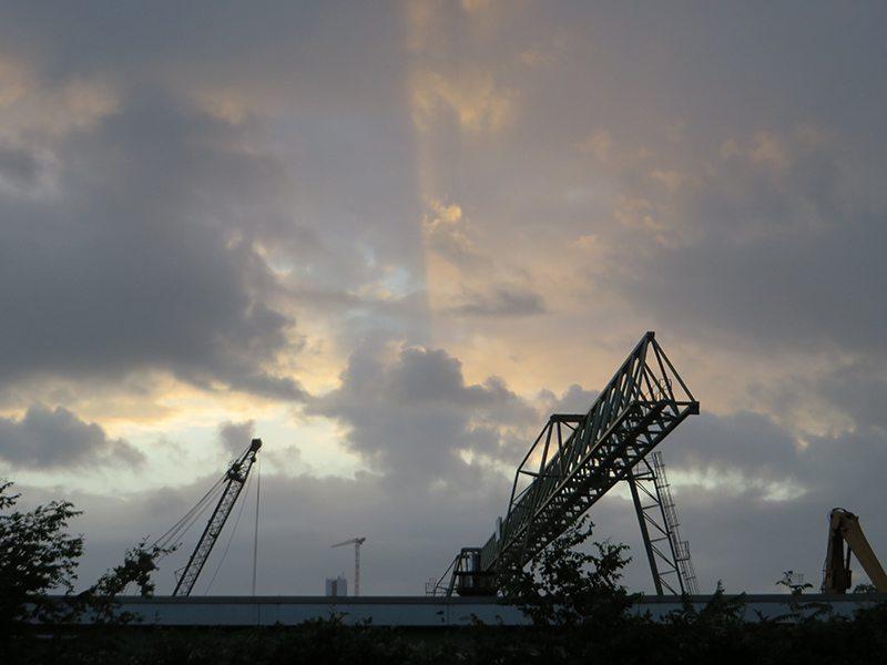 Hier steht ein Foto mit dem Titel: Und genau in diesem Moment erscheint die Sonne über dem Horizont (Foto: Hans-Joachim Schneider)