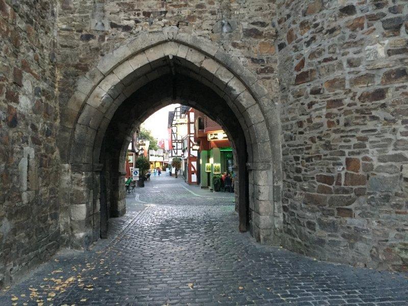 Ahrtal erleben, Ahrweiler erleben, den Abend genießen, Stadttor