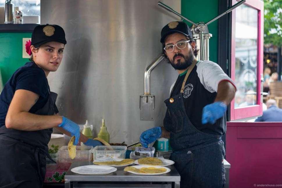 Paco Méndez from Hoja Santa in Spain was the guest chef of Amigos de Sanchez.