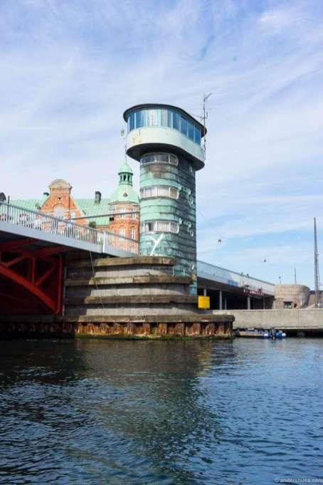 Sailing under Knippelsbro