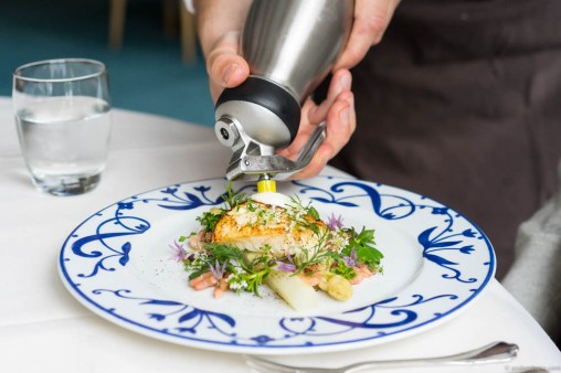 Espuma action on the fish dish