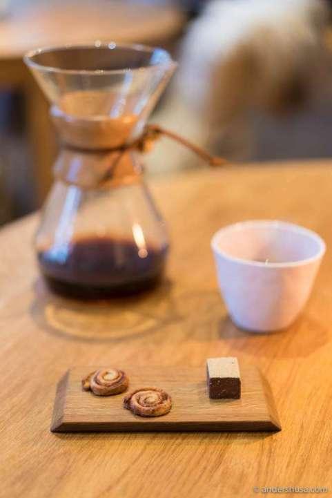 Coffee candy (aka petits fours): Brioche de Bergen – fresh from the oven cinnamon rolls. Chocolate ganache with rhubarb powder.