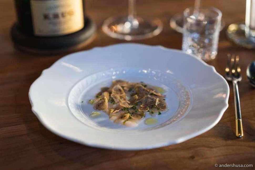 Extra dish of raw Norwegian scallops with white truffle