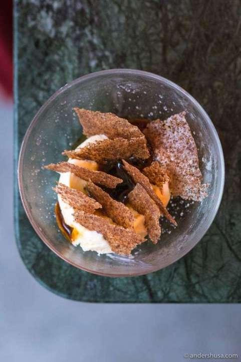 Smoked vanilla gelato, stout fudge and bread crisp.