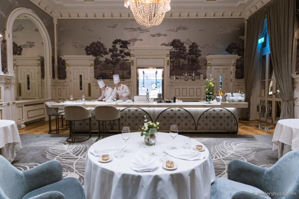 At Speilsalen you can book a table or the Chef's table.