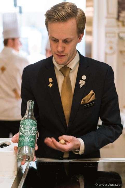 Sommelier Henrik Dahl Jahnsen serves us a local gin.