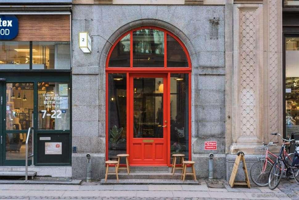 Look for the red door on Kristen Bernikows gade to find Coffee Collective Bernikow.