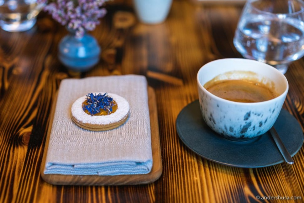 Apricot cookie and coffee