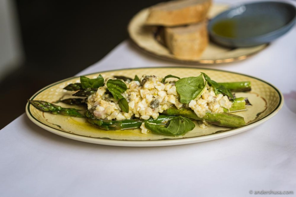 Green asparagus with a vinaigrette of capers, eggs, and shallots.