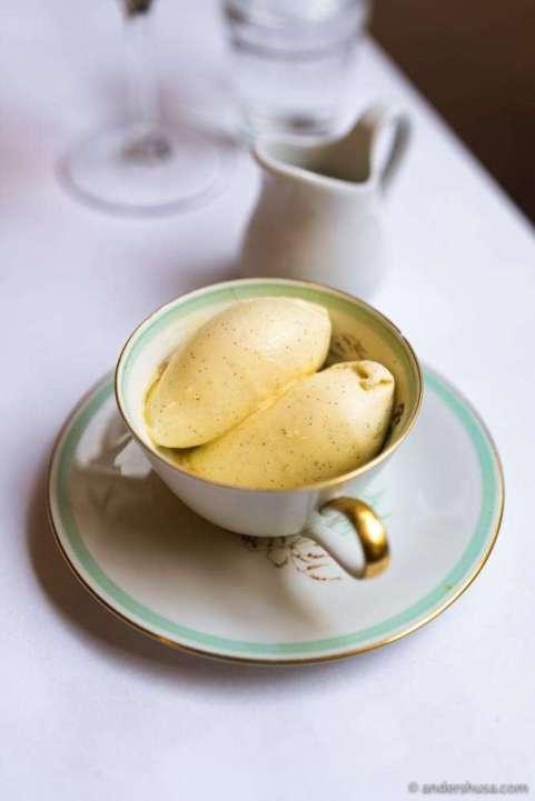 Ice cream with Madagascar vanilla noire fendue.