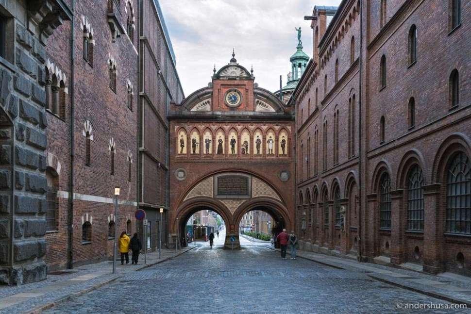 The Dipylon (double gate) entrance to Carlsberg Byen.