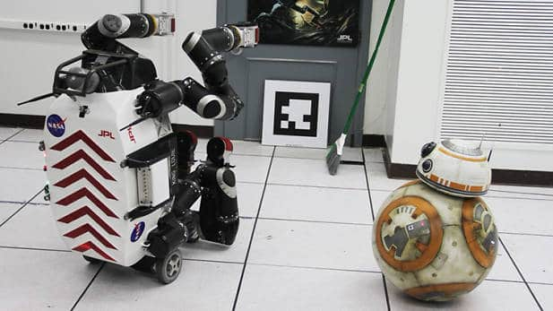 BB-8 rounds up a week of Star Wars footage and tidbits. 3