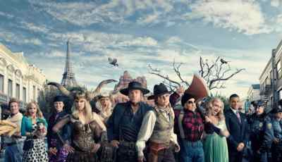 "Anna Faris and Rhys Darby Team With Air New Zealand to Demonstrate ""Safety In Hollywood"" 4"