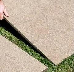 piastrella per esterni posato su erba
