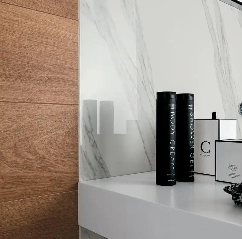 Rivestimenti bagno un mix di legni e marmo che esalta i tuoi spazi - Rivestimento bagno legno ...