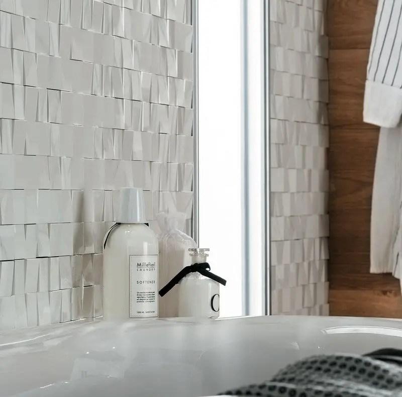 progettare il bagno padronale particolare bagno con rivestimento bianco in 3d
