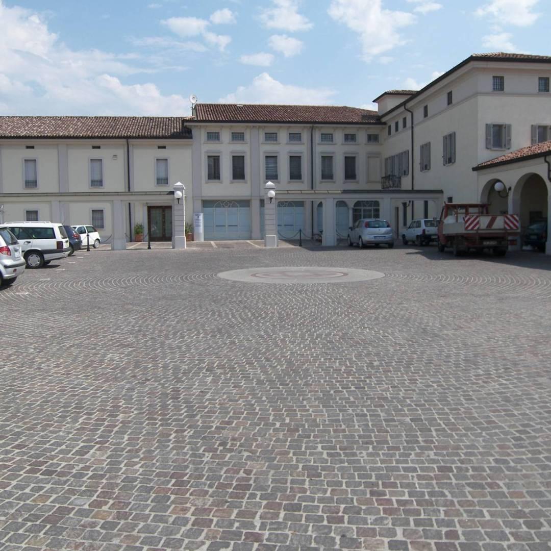 Piazza Cra Borgo San giacomo