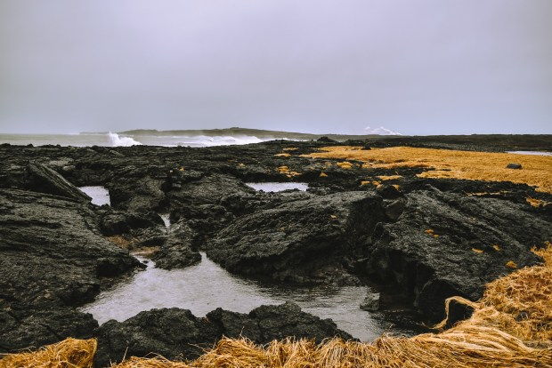 Brimketill | REYKJANES PENINSULA TRAVEL GUIDE AND ITINERARY | www.andiamoaurora.com | Explore Iceland's Reykjanes Peninsula with a one-day road trip with more than 20-must see sites