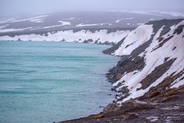 Graenavatn | REYKJANES PENINSULA TRAVEL GUIDE AND ITINERARY | www.andiamoaurora.com | Explore Iceland's Reykjanes Peninsula with a one-day road trip with more than 20-must see sites