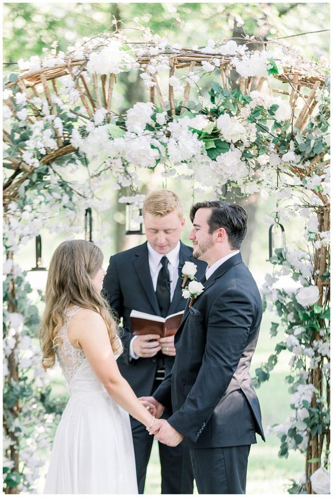Bride and groom at alter at PostOak Lodge in Tulsa, OK| Tulsa Wedding Photographer| PostOak Lodge Wedding| Destination Wedding Photographer| Andi Bravo Photography