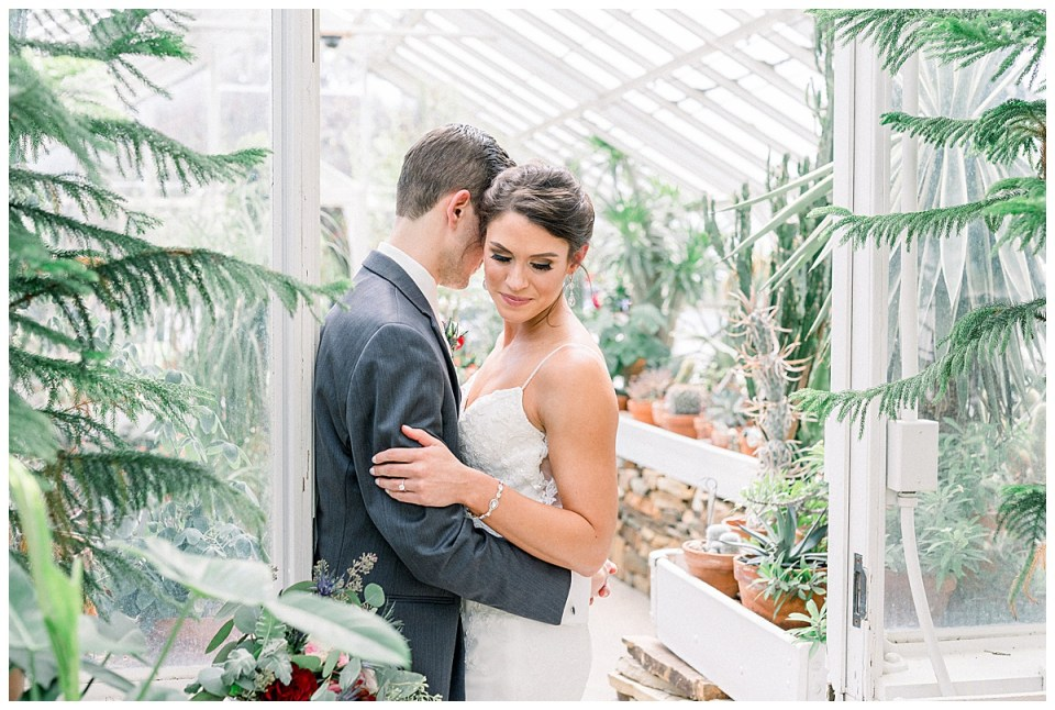 Bride and groom wedding portrait in greenhouse| Tulsa wedding venue| Andi Bravo Photography