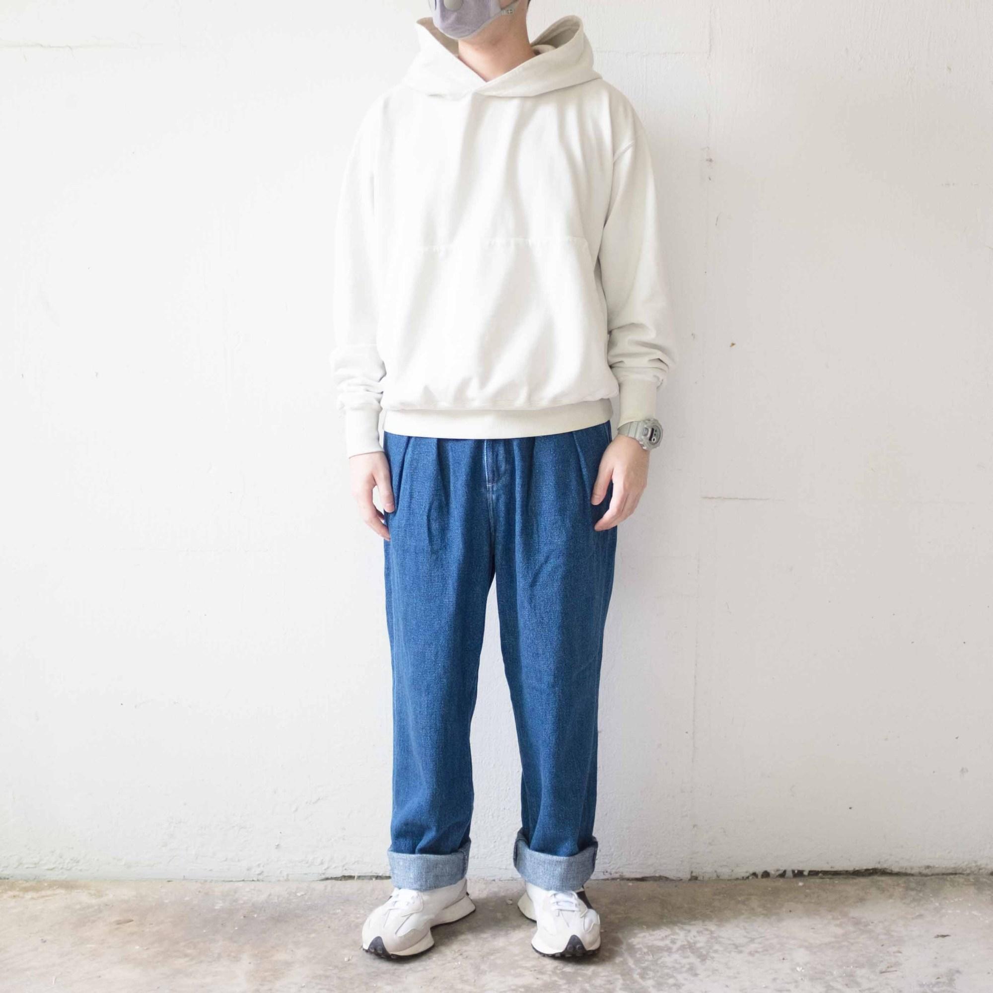 Kuro Giza Pullover x wide trousers