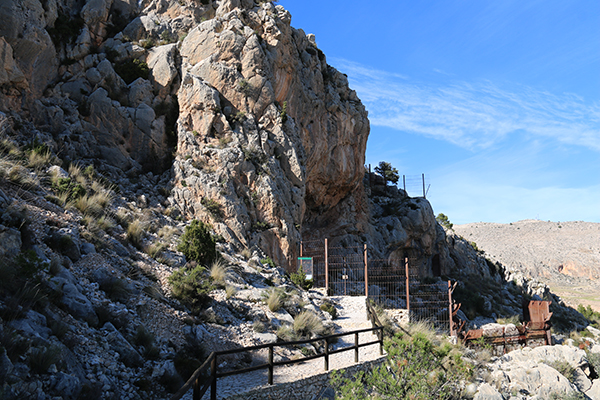 Andorreando Cueva Los Letreros