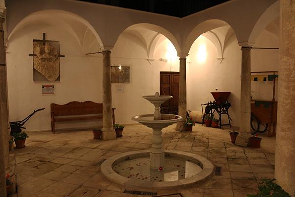 Andorreando Patio Museo Comarcal Velezano Miguel Guirao