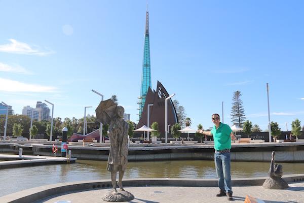 Estatua Bessie Rischbieth-Andorreando por el Mundo