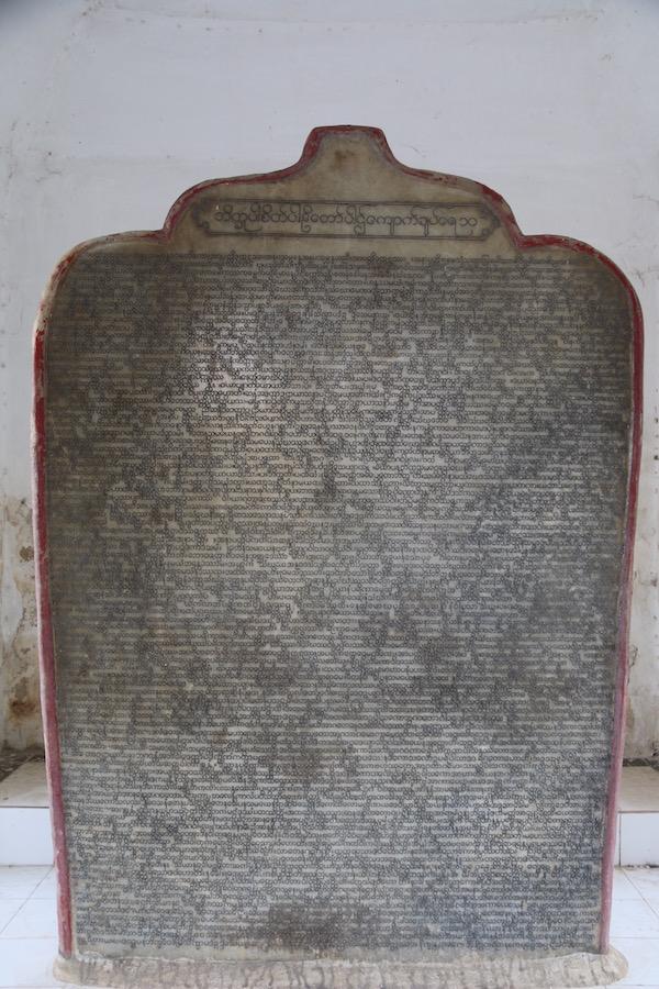 Libro Mármol en Pagoda Kuthodaw-Andorreando por el Mundo.