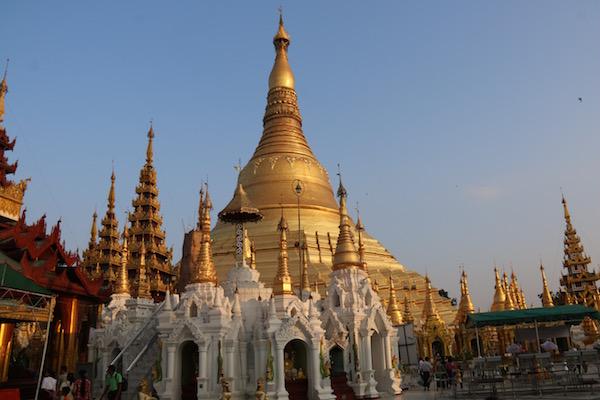 Pagoda Shwedagon-Andorreando por el Mundo,