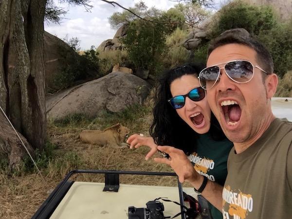 Selfi Movil Leones Serengeti-Andorreando por el Mundo
