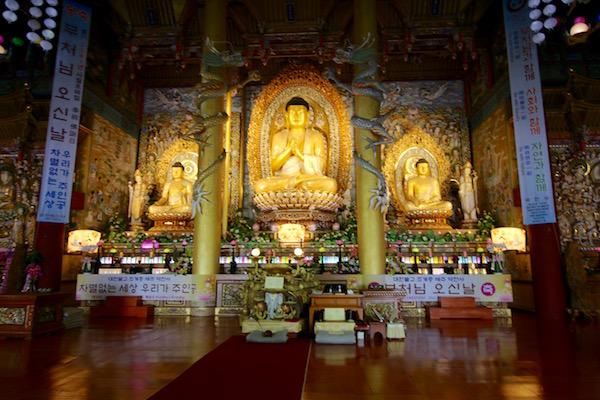 Interior Templo Yakcheon