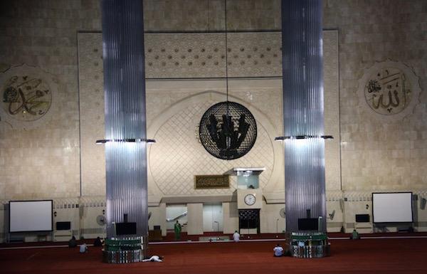Interior mezquita Istiqlal