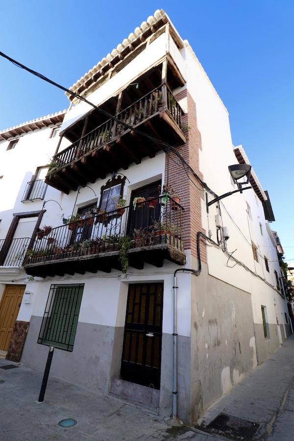 Casas con balconadas de madera