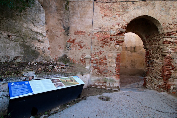 Puerta Capitel