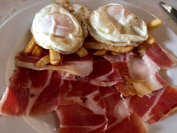 Huevos jamón y patatas