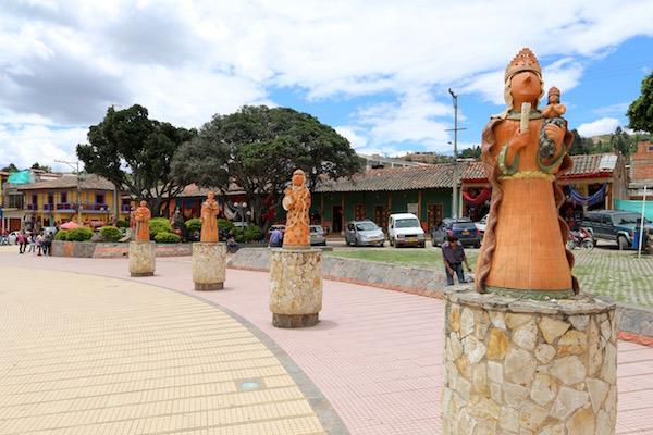 Cerámica en parque Principal de Ráquira.