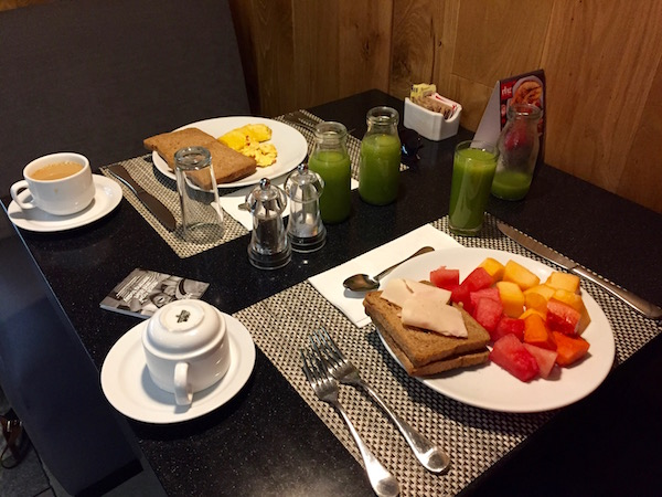 Desayuno en Radisson Hotel.