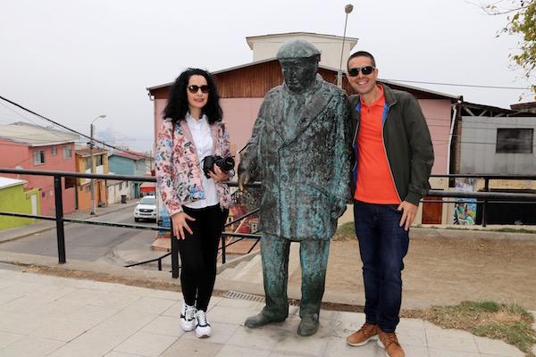Escultura Pablo Neruda, Plaza de los poetas.