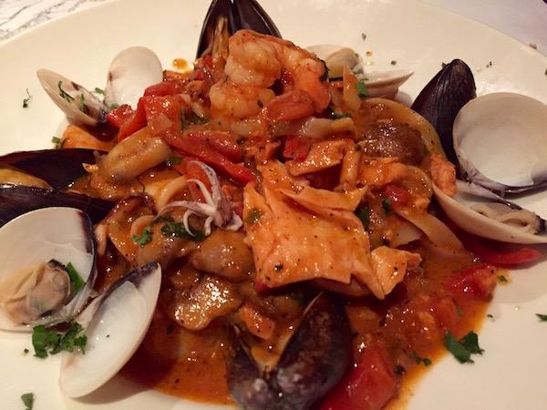 Espaguetis frutos del mar, Restaurante Tre Fratelli.