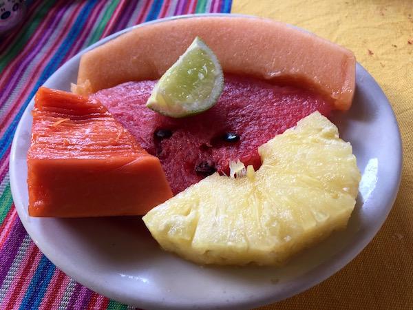 Frutas, Restaurante Hotel Santo Tomás, Chichicastenango.